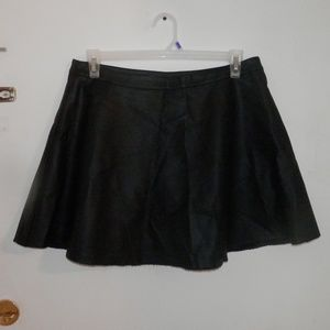 Vince Camuto petite faux leather skirt (GT51)